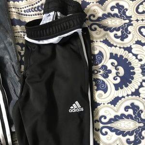 Adidas kind of joggings